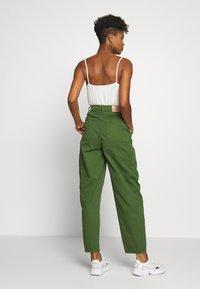 Pepe Jeans - DUA LIPA x PEPE JEANS - Trousers - khaki green - 2