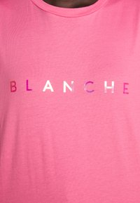 BLANCHE - MAIN HOLOGRAM - T-shirt imprimé - think pink - 7