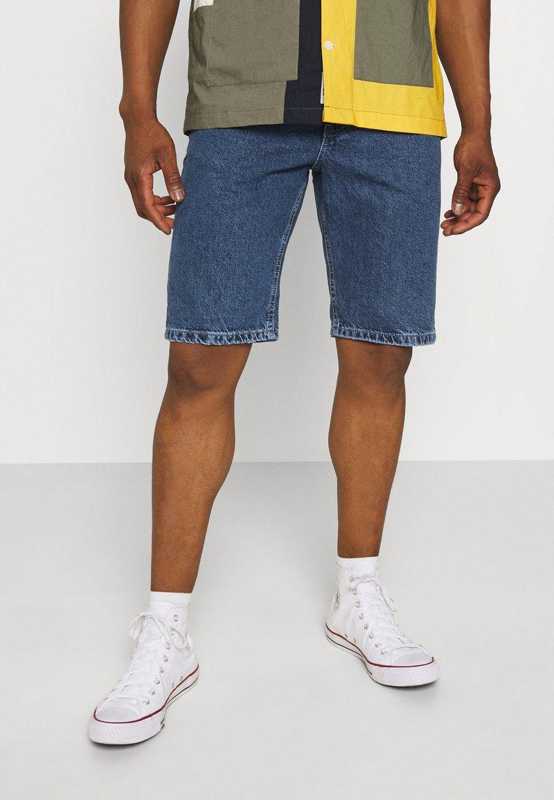 Cotton On - ROLLER SHORT - Denim shorts - coogee blue