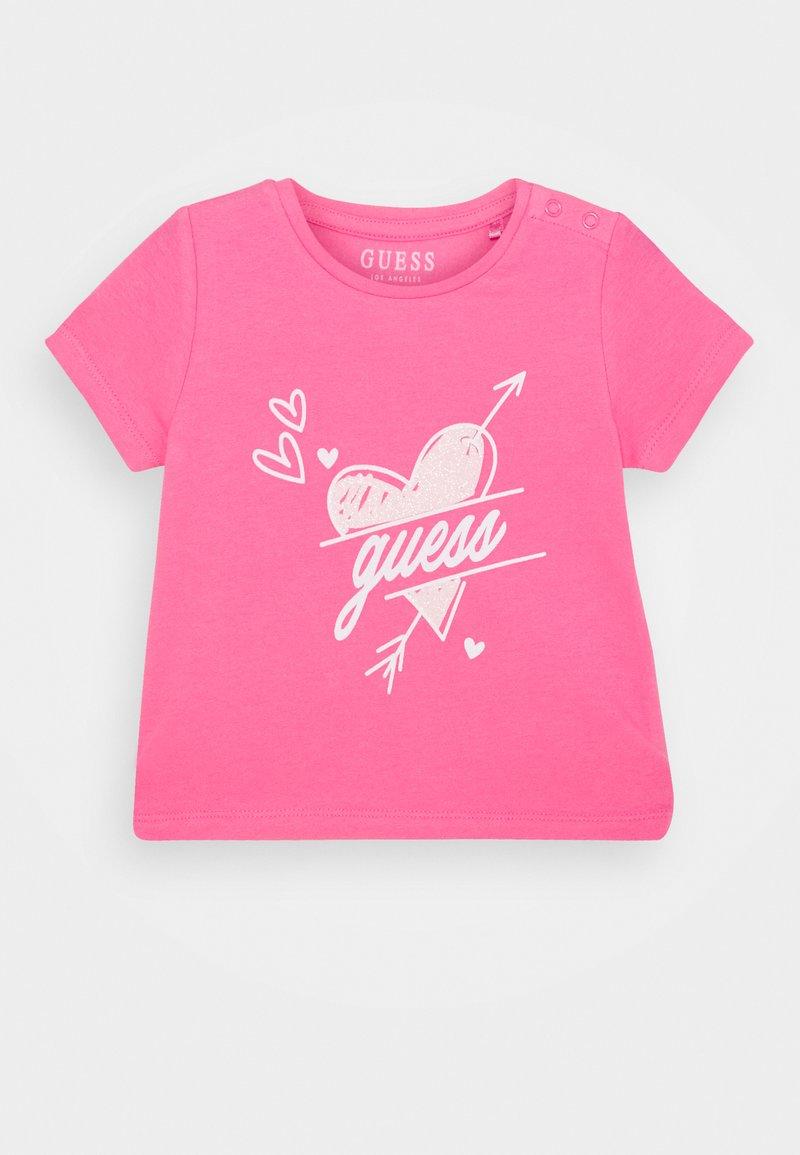 Guess - Triko spotiskem - pink