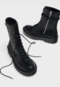 Bershka - Kotníkové boty na platformě - black - 2