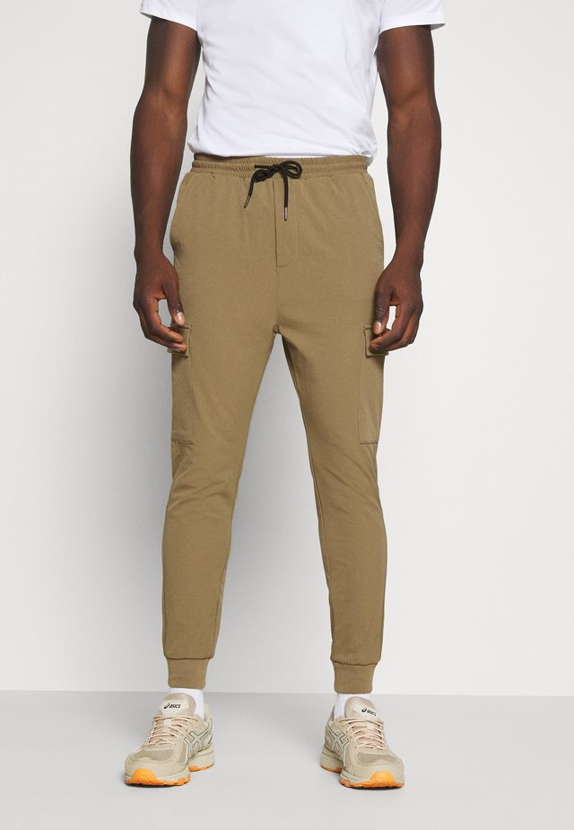 OLIVER - Pantalon cargo - brown