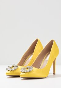Dorothy Perkins - GLADLY POINTED TRIM COURT - Høye hæler - yellow - 4