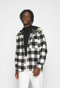 Mennace - SKATER HOODED OVERSIZED SHIRT - Shirt - black - 0