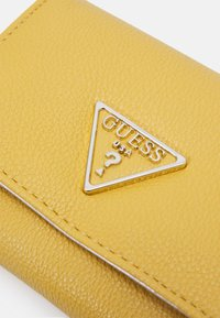 Guess - SANDRINE SMALL TRIFOLD - Wallet - yellow - 5