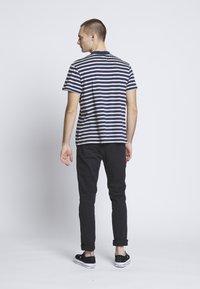 Kickers Classics - 2 STRIPE TEE - T-shirt print - navy - 2