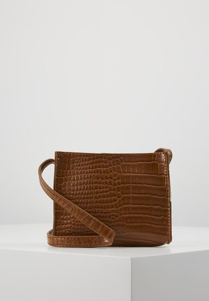 CROC MINIMAL CROSS BODY BAG - Sac bandoulière - camel