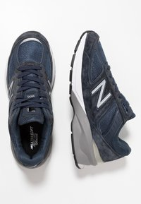 New Balance - W990 - Trainers - navy/silver - 3