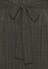 Vero Moda Tall - VMNOVA 3/4 SHIRT DRESS  - Košilové šaty - peat - 5