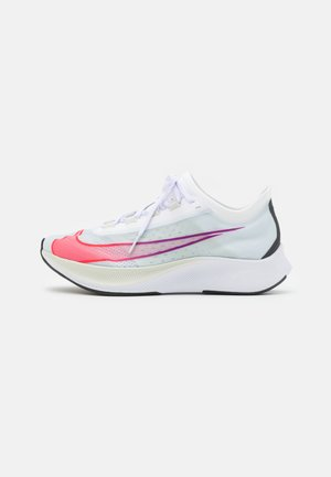 ZOOM FLY 3 - Neutral running shoes - white/flash crimson/spruce aura