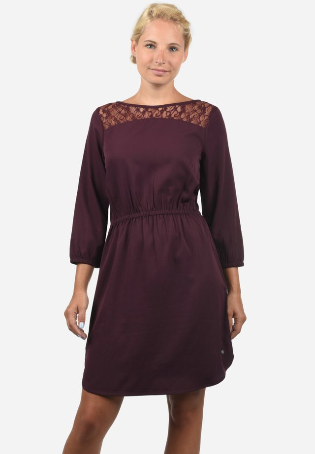 AMORA - Day dress - winetastin