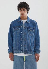 PULL&BEAR - Džínová bunda - blue denim - 0