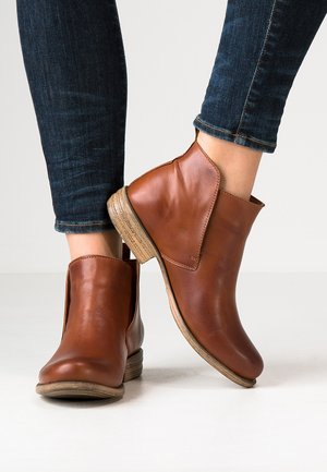LEATHER BOOTIES - Nilkkurit - cognac