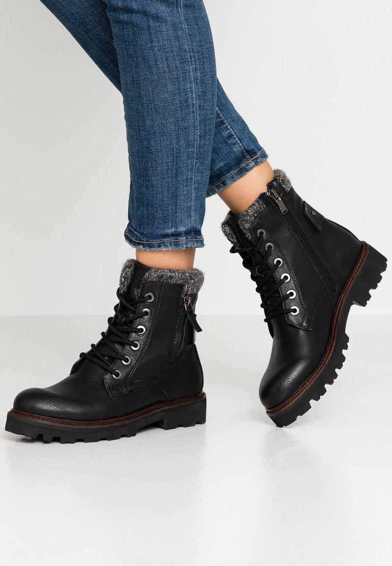 TOM TAILOR - Kotníkové boty na platformě - black