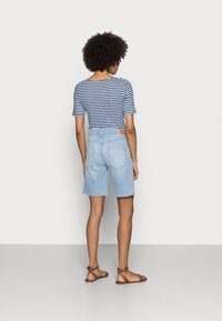 Marc O'Polo - Jeansshorts - commercial blue wash - 2