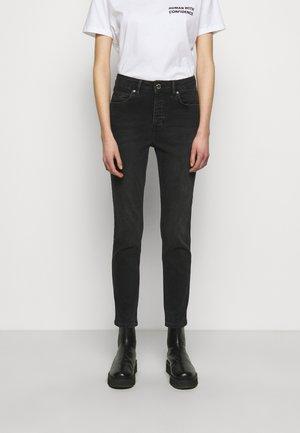 2ND RIGGIS THINK TWICE - Straight leg jeans - black
