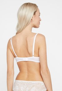 Triumph - TEMPTING - Underwired bra - white - 2