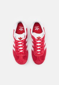 adidas Originals - GAZELLE SHOES - Trainers - red - 3