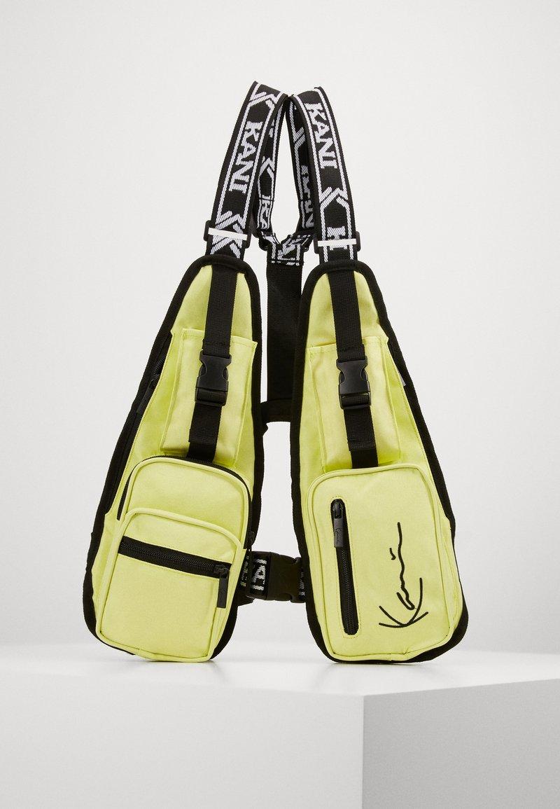 Karl Kani - TAPE UTILITY VEST BAG  - Rumpetaske - yellow