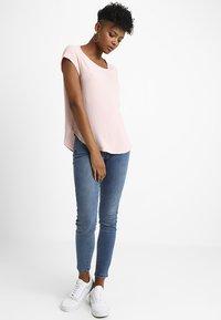 ONLY - ONLVIC SOLID  - Camiseta básica - rose quartz - 1