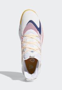 adidas Performance - PRO BOOST LOW SHOES - Zapatillas de baloncesto - white - 1