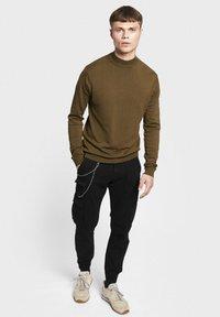 Redefined Rebel - MILTON - Pantalon cargo - black - 1