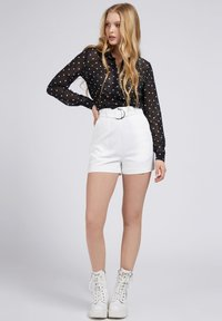 Guess - NEW SUZY - Shorts - weiß - 1