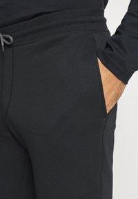 Columbia - LOGO JOGGER - Teplákové kalhoty - black/city grey - 4