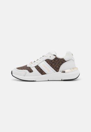 FLEXRUNNER  - Tenisky - white/brown