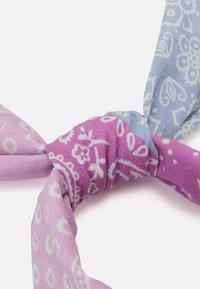 Mennace - HALF HALF PAISLEY PRINT BANDANA UNISEX - Foulard - dusty pink - 1