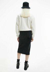 Calvin Klein Jeans - POLAR ZIP NECK  - Fleece jumper - white sand - 2