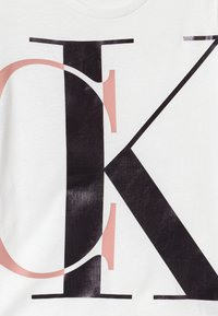 Calvin Klein Jeans - EXPLODED MONOGRAM - Print T-shirt - white - 2