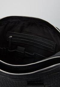 Still Nordic - DUNDEE CLEAN BRIEF ROOM - Portafolios - black croc - 5
