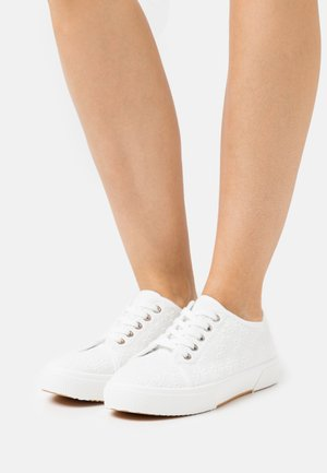 VEGAN LISA LACE UP PLIMSOLL - Trainers - white