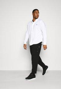 Polo Ralph Lauren Big & Tall - Cargo trousers - black - 1