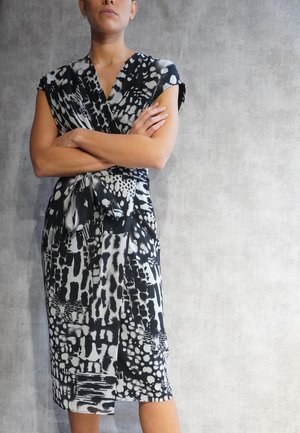 HOPE  - Shift dress - fusion black