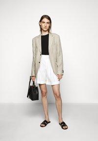 CLOSED - JANIE - Shorts - ivory - 1