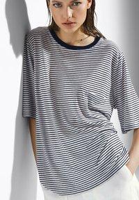 Massimo Dutti - Print T-shirt - white - 0