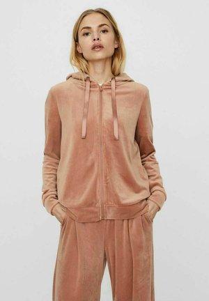 VMATHENA - Zip-up hoodie - mocha mousse