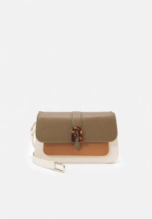 SOFIA GRAINY TOP HANDLE - Handbag - fango/miele/pergamena
