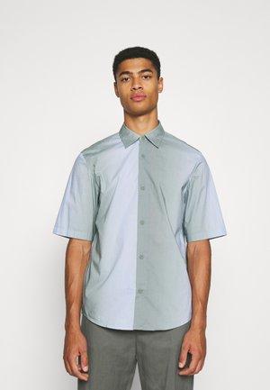 OMBRE BOXY SHIRT - Skjorter - blue