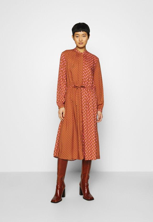 DACHA - Shirt dress - tan/pink