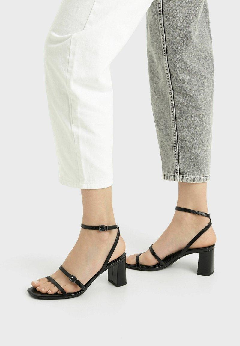 Bershka - MIT HALBHOHEM ABSATZ - Sandály na vysokém podpatku - black