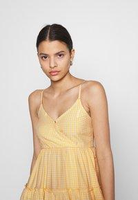 Hollister Co. - BARE FEMME SHORT DRESS - Kjole - yellow - 3