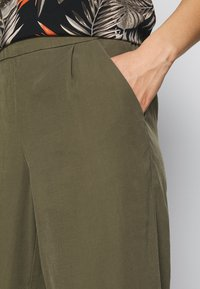 ONLY - ONLCARISA MAGO LIFE CULOTTE PANT  - Trousers - grape leaf - 4