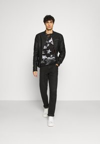 Key Largo - INDICATE ROUND - Print T-shirt - black - 1