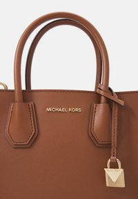 MICHAEL Michael Kors - MERCER MESSENGER - Handbag - luggage - 6