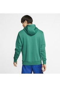 Nike Sportswear - CLUB HOODIE - Hættetrøjer - mystic green/mystic green/white - 2