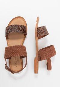 Vero Moda Wide Fit - VMPINOTA WIDE FIT  - Sandales - brown - 3