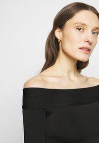 Victoria Beckham - COMPACT SHINE BARDOT FITTED DRESS - Shift dress - black - 2
